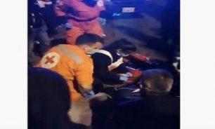 بالفيديو: سائق سيارة دهس متظاهرا على جسر الرينغ وفر! image