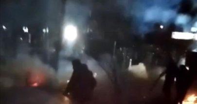 إطلاق الشرطة اليونانية الغاز المسيل للدموع على مجموعات من المهاجرين كانت ترشقها بالحجارة... image