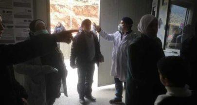 إجراءات طبّية عند المصنع...قياس درجات الحرارة وتوزيع إرشادات image
