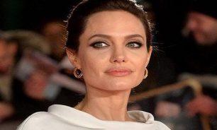 أنجلينا جولي تتبرّع بمليون دولار لمساعدة الأطفال ضدّ كورونا image