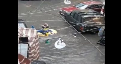 """الشوارع غرقت: """"لبنان أحلى بلد""""... قارب مطاطي وتجذيف! image"""