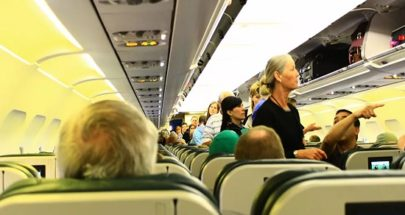 وفاة امرأة على متن طائرة بكورونا image