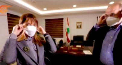 وزير الصحة فريق صغير ديناميكي ونجليه image
