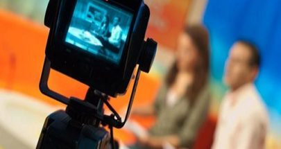 بالفيديو... مذيعة أخبار تفقد أحد أسنانها خلال البث المباشر image