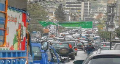"""بالصور: السيارات """"فوق بعضها"""" في النبطية... الحجر والتعبئة على الطرقات! image"""