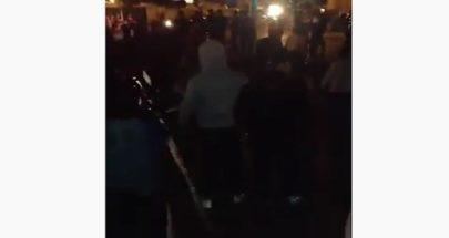 """بالفيديو تظاهرة عند تقاطع المدينة الرياضية: """"ما في اشغال ما معنا مصاري"""" image"""