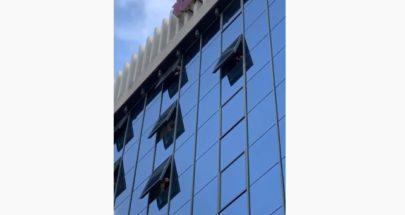 تذمر من المغتربين المحجورين في فندق لانكستر... ممنوع الدليفري image