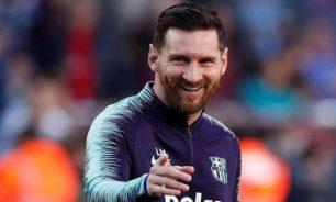 لماذا رفض ميسي مصافحة لاعب نابولي رغم فوز برشلونة؟ image