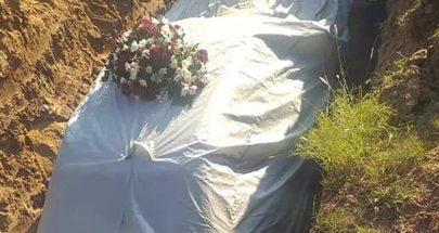 دفن سياسي أفريقي مع سيارته image
