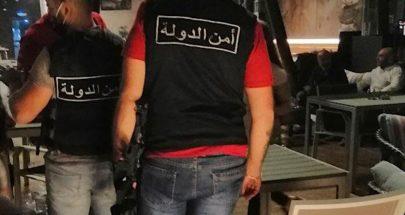 دوريات لأمن الدولة على مقاهي طرابلس للتأكد من تطبيق الاجراءات الخاصة بكورونا image