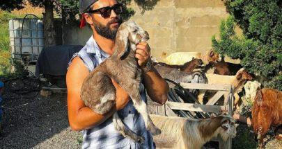 وسام رواق مع العنزات image