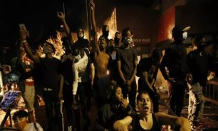 """مفرقعات ضخمة في مقر """"سي إن إن"""" أثناء الاحتجاجات (فيديو) image"""