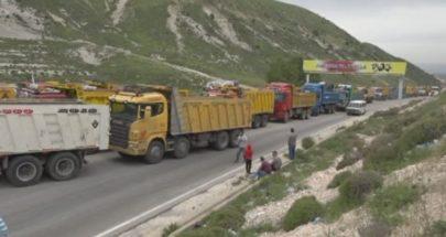 اعتصام لأصحاب الشاحنات والكسارات في ميدون البقاعية image