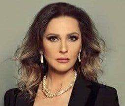 """رلى حمادة: لم أنجذب إلى""""النحات"""" و""""الساحر"""" image"""