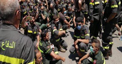 """إعتصام عناصر الدفاع المدني... قطع الطريق أمام """"الداخلية"""" وزحمة سير خانقة image"""
