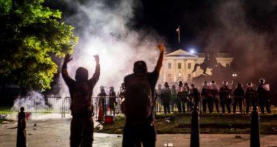 مواجهات وإطلاق غاز مسيل للدموع أمام البيت الأبيض image