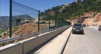 سياج حديدي للحماية على جسر بقرصونا نمرين في الضنية image