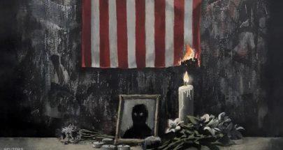نعي لفلويد.. بلوحة تصور العلم الأميركي يحترق image