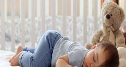 ما هي فوائد نوم الرضيع على بطنه؟ image