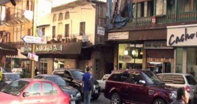 مسلحان ببزة عسكرية مزيّفة ينشلان موظفاً في فرن الشباك image