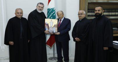 """الرئيس عون تسلم النسخة الأولى من ايقونة """"والدة الاله سيدة لبنان"""" image"""