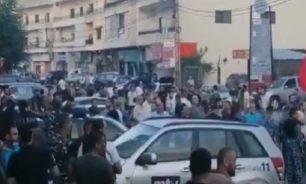 بالفيديو... إشكال كبير بين محتجين ومناصرين للاشتراكي في قبرشمون image