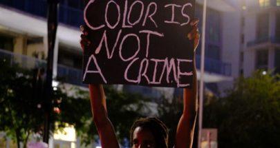 بالفيديو حادثة عنصرية جديدة... ضابط أميركي يلكم امرأة في وجهها image