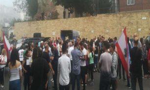 توتّر في عاليه بين متظاهرين ومناصرين حزبيين image