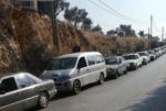 طوابير من السيارات أمام محطات الوقود... ماذا يحصل؟ image
