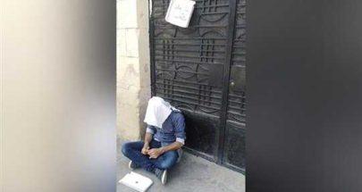"""شاب لبناني يفترش الرصيف: """"أنا متعلّم أنا عم بشحد حتّى عيش"""" image"""