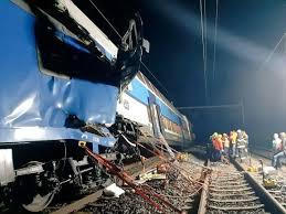 قتيل وعشرات الجرحى في حادث قطار قرب براغ image