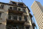بعد الحدث الكارثي... تحذير من احتمال انهيار مبان قديمة في بيروت image