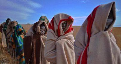 """كورونا يؤخر عبور فتيان قبيلة إفريقية إلى """"الرجولة"""" image"""