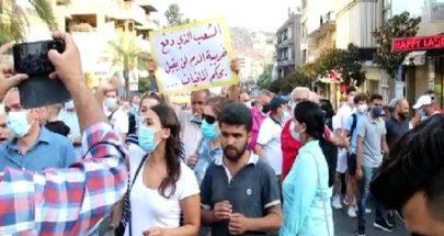 في النبطية... مسيرة احتجاجية رفضاً لأزمة البنزين والمازوت image