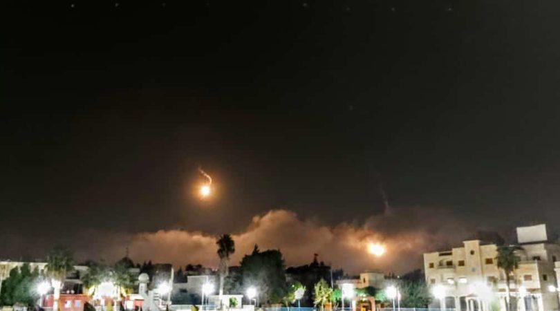 الجيش الاسرائيلي يطلق قنابل مضيئة على الحدود مقابل بلدة ميس الجبل image