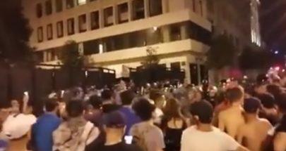توتر في وسط بيروت... شغب وقطع طرقات ومواجهات بين المحتجين ومكافحة الشغب image