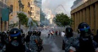 مواجهات وتوتر في وسط بيروت... حجارة ومفرقعات ومضارب تنس! image