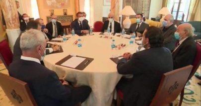 صحافي فرنسي يكشف تفاصيل النقاش بين ماكرون والمسؤولين اللبنانيين image