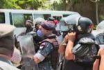 بالفيديو: محاولة اقتحام وزارة