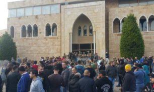 عمال بلدية الميناء يعتصمون في باحة القصر البلدي غدا والسبب؟ image