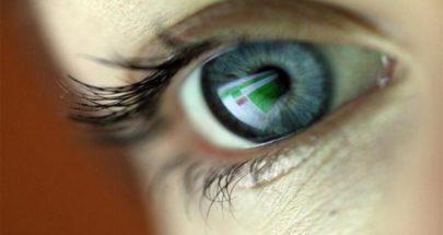 عالم بريطاني يبتكر جهازا يحسن صحة العين في دقائق image