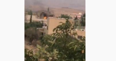 بالفيديو اشتباكات عنيفة بين آل طليس في بريتال... واحتراق منازل image