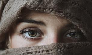 علامتان تحذيريتان في الوجه تدلان على نقص فيتامين هام في الجسم image