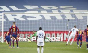 """""""كلاسيكو الأرض"""".. ريال مدريد يقسو على برشلونة بثلاثية في عقر داره image"""