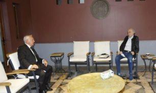 جنبلاط عرض الأوضاع مع سفير أرمينيا image