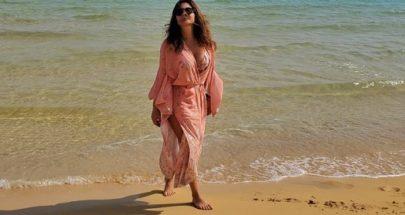 إليسا تستمتع بأشعة الشمس على الشاطىء image
