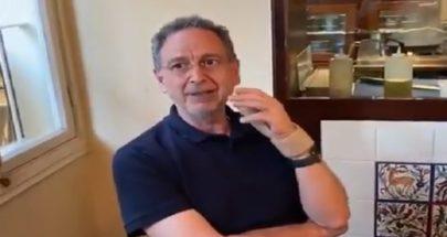 محتجون يفاجئون وزير الاقتصاد في مطعم: عم تاكل وفي ناس ميتة من الجوع image