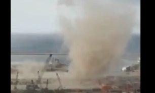 بالفيديو وكأن الانفجار لا يكفي... زوبعة هوائية تضرب مرفأ بيروت! image