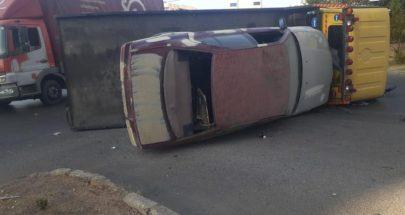 إنقلاب ناقلة سيارات جنوب صيدا وتضرر 3 مركبات image