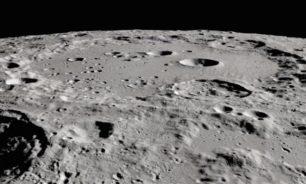 اكتشاف مثير لوكالة NASA.... مياه على سطح القمر! image